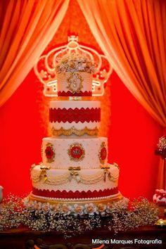 Resultado de imagem para festa de 1 ano  tema príncipe vermelho e dourado