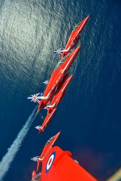The Red Arrows Raiden Fighter, Fighter Pilot, Fighter Jets, Military Jets, Military Aircraft, High Flight, Raf Red Arrows, Airplane Crafts, Airplane Flying
