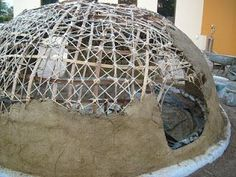 Temazcal de Barro | zubuya Maison Earthship, Earthship Home, Outdoor Oven, Outdoor Cooking, Sweat Lodge, Mud House, Eco Buildings, Four A Pizza, Natural Homes