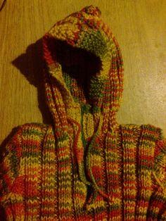 Pullover con capucha y bolsillo canguro   Curso de tejido Pullover, Diy, Fashion, Colored Highlights, Knitting Sweaters, Beret, Vestidos, Knitting Needles, Knitting Charts