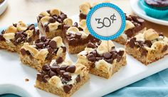 Chocolate Marshmallow Magic Bars- A chocolatey marshmallow topping makes these bars so melt-in-your-mouth good, they ll disappear like magic at home or any bake sale. Milk Recipes, Apple Recipes, Baking Recipes, Sweet Recipes, Snack Recipes, Snacks, Chocolate Chip Blondies, Chocolate Marshmallows, Chocolate Chip Recipes