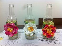 Garrafas decorativas com motivo em crochê  Valor de cada garrafa    A data de entrega será definida após a conclusão dos detalhes com o comprador.