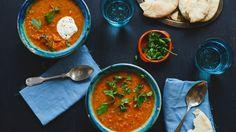 Reza liebt es traditionelle Gerichte zu kochen. Denn die bringen die ganze Familie an einen Tisch. Der köstliche Gemüseeintopf mit Linsen stammt aus ...