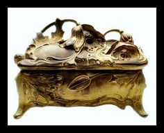 Trinket Box or jewelry casket...Vintage