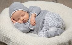 Flora Genser, bukse, lue og sokker - Viking of Norway Baby Boy Knitting, Knitting For Kids, Baby Knitting Patterns, Crochet Baby, Knit Crochet, Viking Designs, Baby Barn, Baby Converse, Knitted Baby Clothes