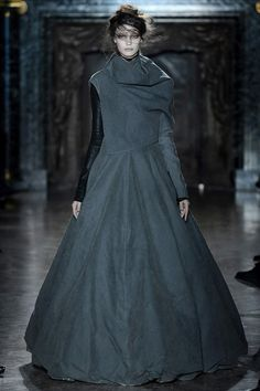 Gareth Pugh Fall 2013. 1530-1575 Costume for Women: petticoats are used here to create the inverted cone shaped of the Renaissance period.