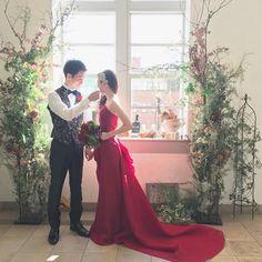いいね!157件、コメント7件 ― ヘアメイク yasuko sawamuraさん(@yasu_2_9)のInstagramアカウント: 「* 本日の新郎新婦さま♡ * 素敵な赤ドレスを着こなす新婦さまスゴイ✨ * * #ウエディング #ビジュー #ヘアアクセサリー #ダウンスタイル #ヘアスタイル #花嫁 #赤ドレス #卒花…」