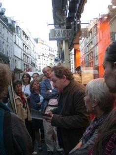 Mathias+(Énard)+à+l'Astrée+:+et+pour+couronner+une+belle+journée,+Mathias+invité+à+l'Astrée.+Quand+il+lit+grand+moment+de+bonheur.+Il+a+sans+aucune+esbroufe,+aucun+grand+effet,+une+belle+capacité+d'intensité.  [mardi+21+septembre+2010,+à+l'Astrée,+rue+de+Lévis,+Paris]  010211+0058+|+gilda_f