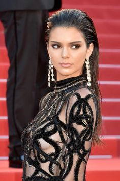 Kendall Jenner is a trend-setter with her edgy style on and off the red carpet. Her slicked-back hairstyle look at the premiere of From The Land of the Moon at Cannes Film Festival was sleek and elegant, while her outfit was quite risqué. Buzz Cut Hairstyles, Slick Hairstyles, Long Hairstyles, Celebrity Long Hair, Red Carpet Hair, Slicked Back Hair, Hot Hair Styles, Kendall Jenner Outfits, Kylie Jenner