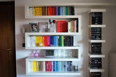 Una libreria a zig zag ikea Ikea Markor, Ikea Lack, Ikea Lockers, Zig Zag Shelf, Ikea Wall Shelves, Shelving, Ikea Decor, Book Racks, Accent Wall Bedroom