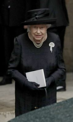 Queen Elizabeth II Photos Photos - Queen Elizabeth II after the funeral service of Patricia Knatchbull, Countess Mountbatten of Burma at St Paul's Church in Knightsbridge on June 2017 in London, England. - Funeral Of The Countess Mountbatten Of Burma Hm The Queen, Her Majesty The Queen, Save The Queen, Queen And Prince Phillip, Prince Philip, Funeral, Royal Family Pictures, Queen Hat, Isabel Ii