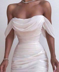 Solid Color Backless Dress from Fashion designer in 2020 Elegant Dresses, Pretty Dresses, Beautiful Dresses, Formal Dresses, Dresses Dresses, Formal Midi Dress, Formal Wear, White Prom Dresses, Split Prom Dresses