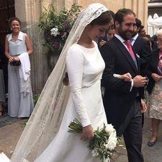 Veil with light, flat scarf Modest Wedding Gowns, Wedding Veils, Bridal Dresses, Bridal Veils And Headpieces, Celebrity Weddings, Wedding Styles, Beautiful Dresses, Marie, Wedding Hairstyles