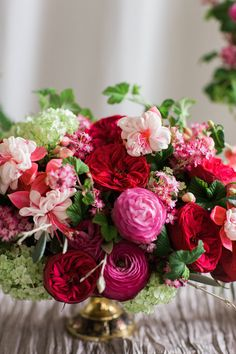 Must remember to copy this for Valentine's pop-up shop next year. :) #papillonfloral #valentinesday #redandpink