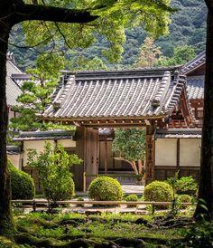 Small gate at the Nanzen-ji temple in Kyoto #kyoto #nanzenji #buddhism #zen