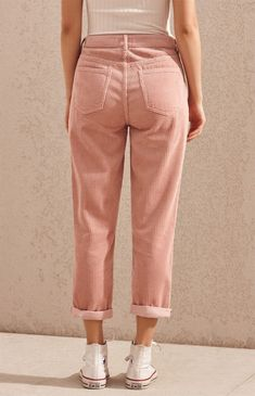 Give your casual style a retro-inspired feel with the Hibiscus Corduroy Mom Jeans by PacSun. Made from a corduroy fabric, these mom jeans feature a high-rise fit, body, pink wash, and a relaxed fit. Ripped Jeggings, Ripped Skinny Jeans, Mode Outfits, Fashion Outfits, Womens Fashion, Jeans Fashion, Fashion Top, Fashion Night, Jean Outfits