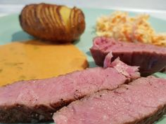 T-Bone Steak, Hasselback Kartofler, Sauce Choron & Coleslaw