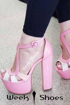 e555788d01  weekshoes  saltoalto  shoes  calçados  sandalias👡  meiapata  modafeminina   lookdodia  cute  sapatosdeluxo  euquero  sapatos  dicasdelook  verão2019  ...