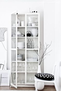billy oxberg biblioth que blanc ikea billy biblioth que blanche et porte vitr e. Black Bedroom Furniture Sets. Home Design Ideas
