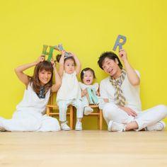 ハピスタはご家族の専属フォトグラファー。大切な歴史を残すあたたかな家族写真を大阪・堀江のフォトスタジオ、ハピスタで撮影しましょう。
