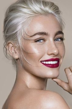 Tamara Williams Fotografin in Stuttgart Deutschland . - Tamara Williams Photographer in Stuttgart Germany Fotograf Stuttgart Tamara Williams Fotografin in - Beauty Make-up, Beauty Hacks, Hair Beauty, Pretty Makeup, Makeup Looks, Sommer Make-up Looks, Grey Hair Inspiration, Grey Wig, Lace Hair