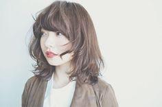 """可愛いもカッコいいも作れる色っぽヘア。今旬""""マッシュウルフ""""で新しい魅力を開花させて - Yahoo! BEAUTY"""