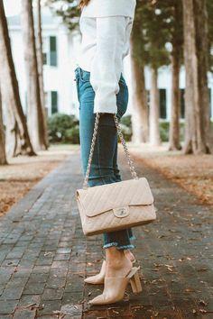 23f38a72cbd8e9 burberry handbags bloomingdales #Pradahandbags Fall Handbags, Burberry  Handbags, Chanel Handbags, Tote Handbags