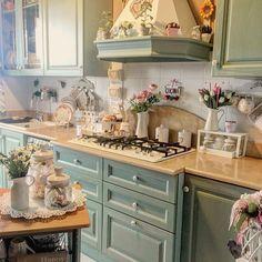 Cocina Shabby Chic, Shabby Chic Kitchen, Vintage Kitchen, Cozy Kitchen, Country Kitchen, Kitchen Dining, Home Decor Baskets, Diy Home Decor, Cottage Kitchens