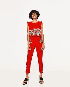 Los pantalones de Zara cuestan cincuenta Euros.
