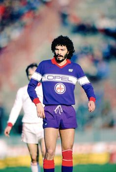 Socrates playing for Fiorentina 1984 Best Football Players, Sport Football, Football Jerseys, Socrates, All Star, Retro Football Shirts, Football Design, Types Of Photography, Best Player