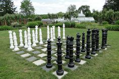 This giant outdoor chess board, spotted by Woodruff, is really quite simple. It consists of light and dark stone pavers surrounded by grass. The chess pieces are large enough that very little bending is required to make a move. Lawn Games, Backyard Games, Outdoor Games, Outdoor Fun, Outdoor Ideas, Garden Art, Garden Design, Giant Chess, Outdoor Learning Spaces