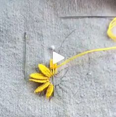 Amazing Hand Embroidery: Learn Flower Ideas with Tricks Embroidery Leaf, Christmas Embroidery Patterns, Hand Embroidery Videos, Hand Embroidery Flowers, Hand Embroidery Tutorial, Hand Embroidery Stitches, Silk Ribbon Embroidery, Embroidery Fashion, Embroidery For Beginners