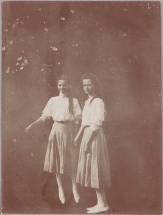 Grand Duchess Olga Nikolaevna e sua irmã a Grand Duchess Tatiana Nikolaevna em 1909. The Big Pair,