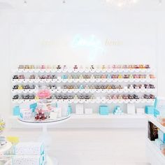 Taking you on a little virtual tour of the new @sugarfina Pasadena and it is GOOD! Fruity Loops Birthday Cake Caramels and Champagne Gummy Bears are on the shelves. I MEAN!  And the only thing better than candy is well packaged candy and they've got that on LOCK!  www.studiodiy.com ( by @jeffmindell) by studiodiy