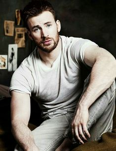Chris Evans----- Most known for his superhero roles as Johnny Storm / Human Torch in Fantastic Four and Fantastic Four: Rise of the Silver Surfer and Steve Rogers / Captain America in Captain America: The First Avenger and Marvel's The Avengers Chris Evans Captain America, Captain America Actors, Capitan America Chris Evans, Capt America, Captain America Tattoo, Robert Evans, Chris Evans Tumblr, Chris Evans Funny, Christoph Waltz