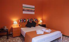 Orange Room - La nostra quadrupla. Composta da due camere da letto, ideale per famiglie o gruppi di amici. Prenotaaaaaa!!!!!!