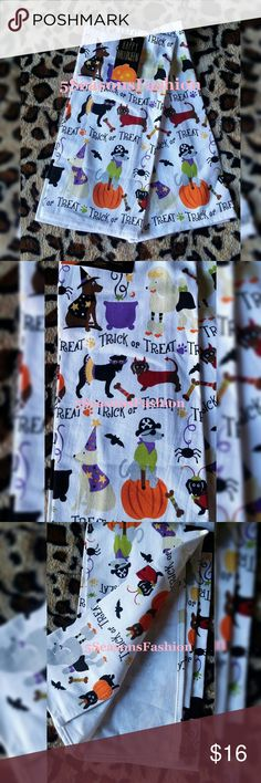 Halloween Dogs in Costumes Kitchen Towels Decor BRAND NEW WITH TAGS! Get ready for Fall with these cute kitchen towels. Standard size. 100% Cotton. MUST LOVE DOGS  Adorable dogs in costumes printPoodle, Lab, Dachshund, Terrier dogs  Other
