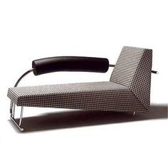 Pirogue chaise longue 1919 1920 eileen gray for Casanova chaise lounge