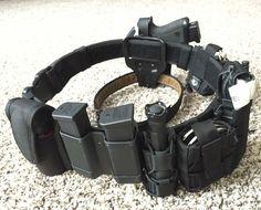 Survival camping tips Duty Belt Setup, Police Duty Gear, Edc, Drop Leg Holster, War Belt, Battle Belt, Tactical Survival, Survival Tools, Tac Gear