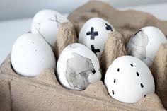 paasversiering, paasdecoraties, paasversiering, paaseieren, paaseieren versieren, paas knutsels, knutselen, eieren verfen, nordic, zwart wit, marmer