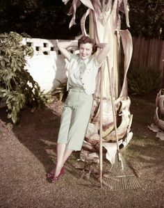 35 Rare and Fabulous Vintage Photos of Betty White