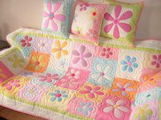 Színes ágytakaró virágokkal ,vagy kanapétakaró