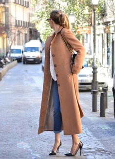 The blogger ByMyheels knows how to customize this year's most trendy coats! Click for more information and picture! | Sumissura