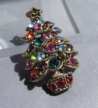 Splendidly Sparkly Christmas Tree Pin, Excellent & Festive!