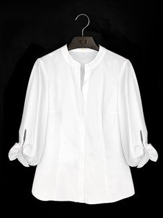 Carolina Herrera unveiled a pristine capsule collection under her ready-to-wear diffusion line CH, dedicated entirely to the classic white shirt. Ch Carolina Herrera, Classic White Shirt, Blouse And Skirt, Beautiful Blouses, White Shirts, White Tops, Fashion News, Cool Outfits, Clothes For Women