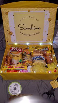 Diy Birthday Box, Homemade Birthday Gifts, Cute Birthday Gift, Birthday Gift Baskets, Happy Birthday Gifts, Birthday Gifts For Best Friend, Card Birthday, Birthday Greetings, Themed Gift Baskets
