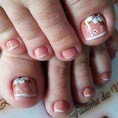 Uñas decoradas en 35 segundos? #uñasdecoradascortas Toenail Art Designs, Cute Acrylic Nail Designs, Pedicure Designs, Acrylic Toe Nails, Toe Nail Art, Nail Art Diy, Flower Pedicure, Flower Nails, Manicure And Pedicure