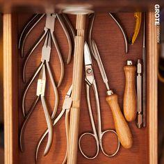 Werkzeuge, die wir bei der Fertigung unseres Schmucks verwenden. Ring Verlobung, Clothes Hanger, Tools, Coat Hanger, Clothes Hangers, Clothes Racks