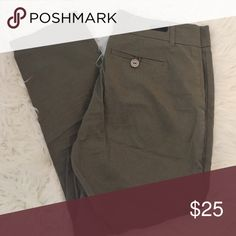 Cropped Trouser Army green trouser by KUT from the Kloth. Very comfortable fit. Kut from the Kloth Pants Trousers