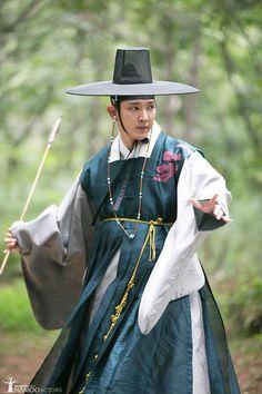Lee joon gi - Scholar Who Walks at Night (Hangul: 밤을 걷는… Korean Hanbok, Korean Dress, Korean Outfits, Korean Wave, Korean Men, Korean Actors, Korean Traditional, Traditional Outfits, Lee Yu Bi